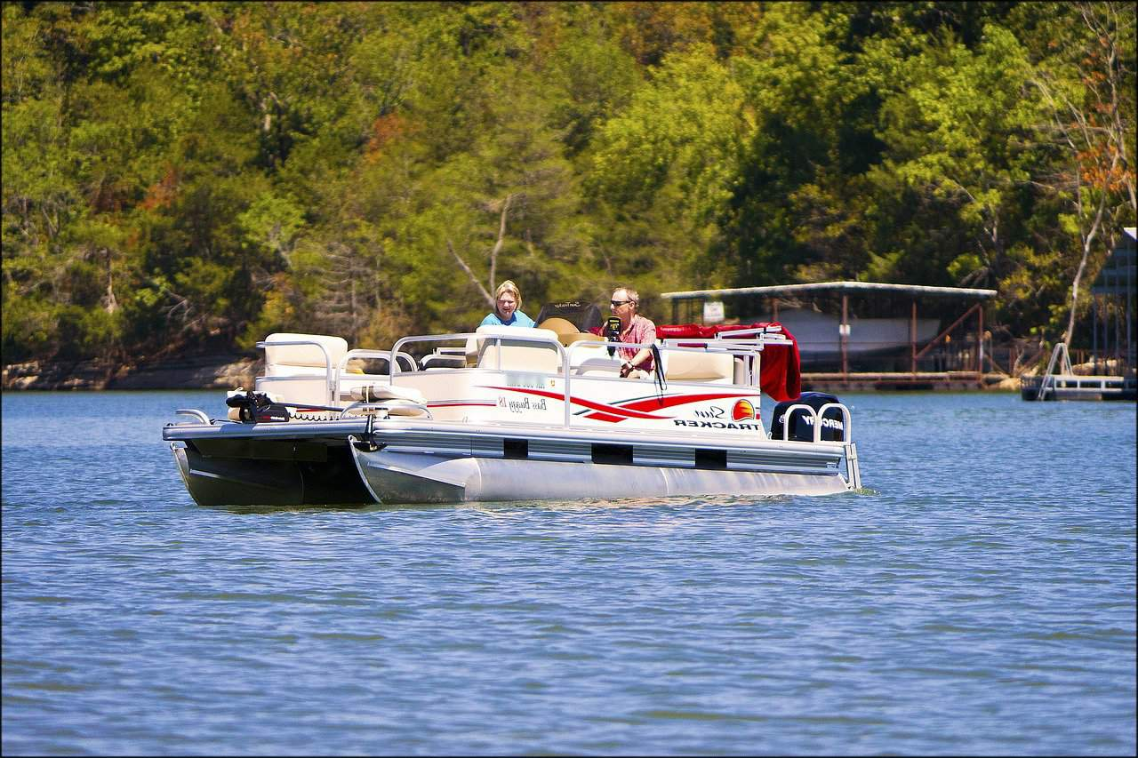 Your Guide To Pontoon Boat Weights Pontooners