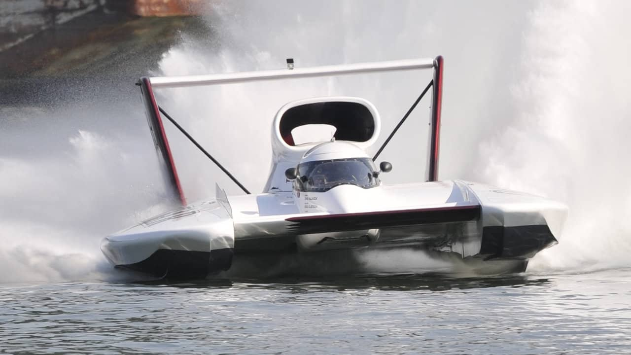 how fast do hydroplane boats go