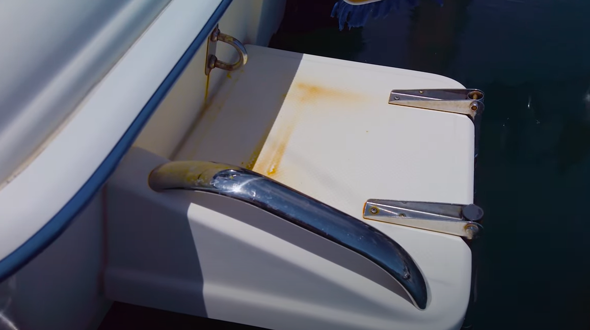 remove rust stains from a fiberglass boat