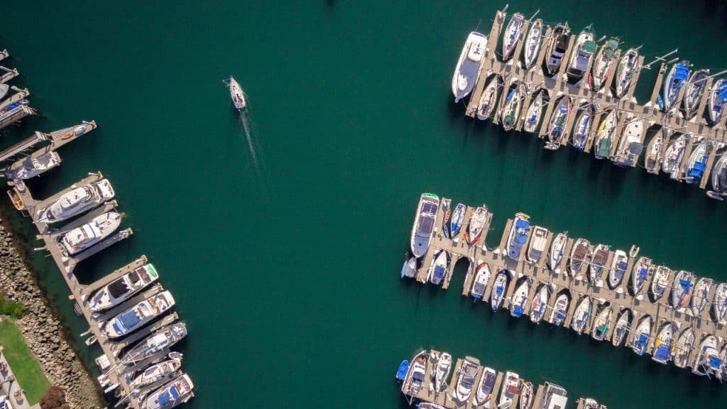 how to become a yacht broker